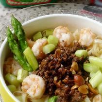 蘆筍鮮蝦炸醬麵
