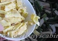 青蒜蛋皮炒香乾的做法圖解11