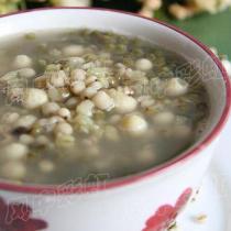 綠豆薏米芡實粥