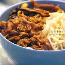沙茶菌菇肥牛拌麵