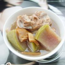 肉骨蘿卜墨魚湯