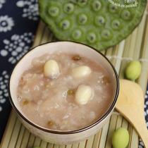 鮮蓮子銀耳綠豆粥