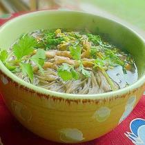 雞絲香椿蕎麥麵