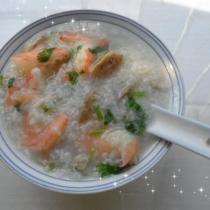 鮮蝦牛筋丸砂鍋粥