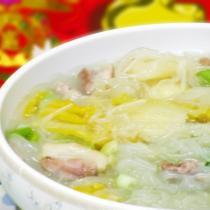 家常酸菜粉條五花肉的做法