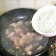 家常酸菜粉條五花肉的做法圖解5