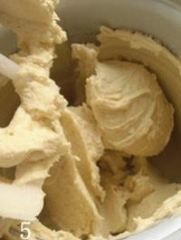 醇香榴蓮冰淇淋的做法圖解5