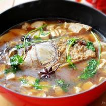 鐵鍋魚頭燉豆腐的做法