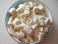 鐵鍋魚頭燉豆腐的做法圖解3