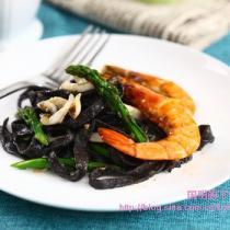 鮮蝦墨魚麵