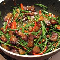 韭菜花炒臘肉的做法圖解4