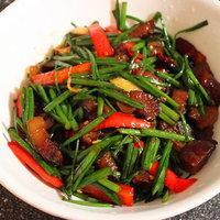 韭菜花炒臘肉的做法圖解5