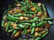 剁椒豆角燒土豆的做法圖解5