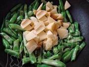 剁椒豆角燒土豆的做法圖解3