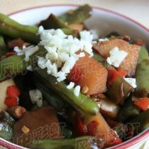 剁椒豆角燒土豆的做法