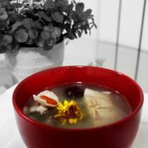 百合枸杞菊花鱸魚湯