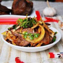 香辣洋蔥拌牛肉的做法