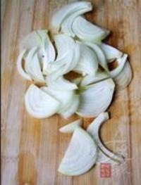 香辣洋蔥拌牛肉的做法圖解2